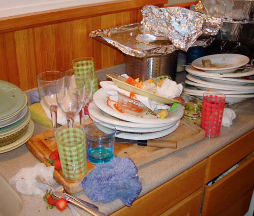 messy kitchens are a huge sign of ongoing clutter in your house